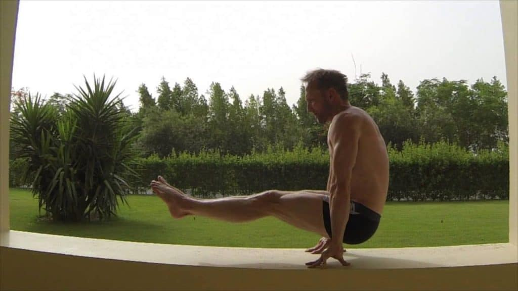 l-sit lower abs bodyweight exercise